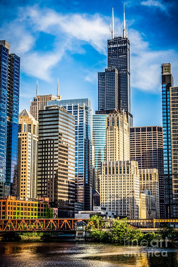 Chicago of downtown city office buildings n skyscrapers at Lake Street including Willis Tower (Sears Tower)_ USA