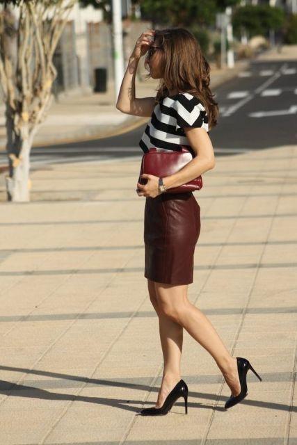 saia de couro marrom | Fashion Inspiration in 2019 | Brown leather skirt, Skirt outfits, Skirt fashion