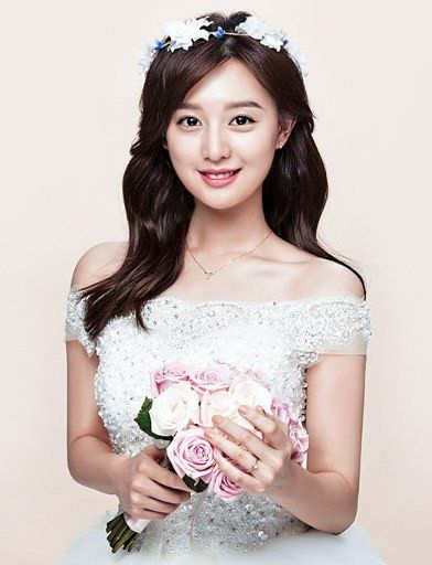 "Kim Ji Won Official Photoshoot Images for ""Mollis"" Jewelry Released   Koogle TV"