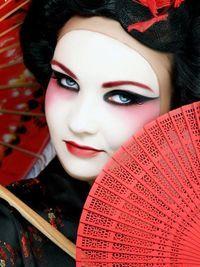 eb0a29c933 Geisha Makeup for Halloween | Halloween ideas!! | Geisha makeup, Halloween  makeup, Black swan makeup