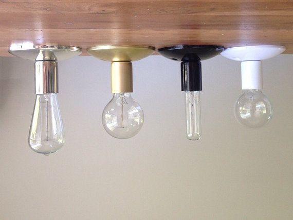 Flush - solido ottone industriale moderna applique applique.  Lampadina globo. Bagno, camera da letto, corridoio illuminazione.