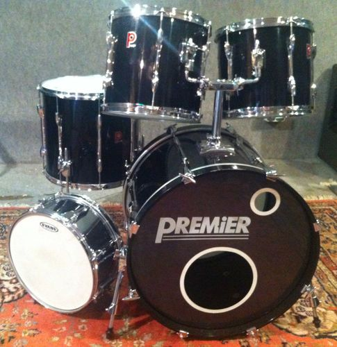 Bateria Premier usada Vendo Bateria Preta Premier com 2 Tom, Stand Tom, 1 Bass Drum, 1 Hi-Hat, 1 Snare1 Banco e 2 Tripes para pratos assim como 1 pedal duplo para Bass-Drum. Contacto
