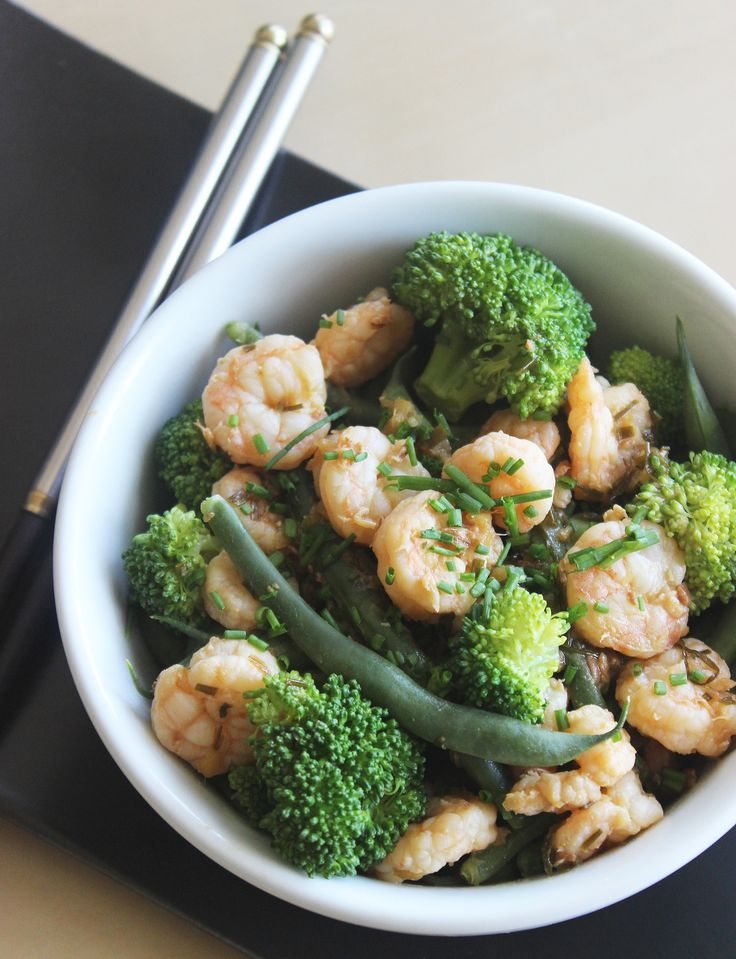 This Filling Shrimp and Broccoli Stir-Fry Is Under 300 Calories