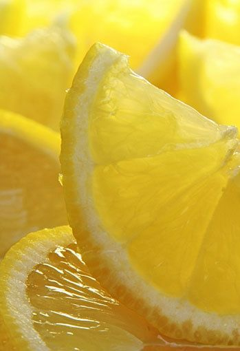 Freshly sliced sun-drenched lemons. Photo by HannaMariah.  ~  yellow citrus fruit closeup macro