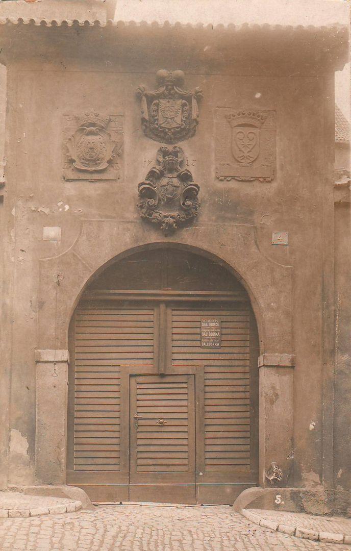 Reach, Zikmund - Staré purkrabství, vchod do Daliborky (The old burgravery, the entrance to the Daliborka), gelatin silver print