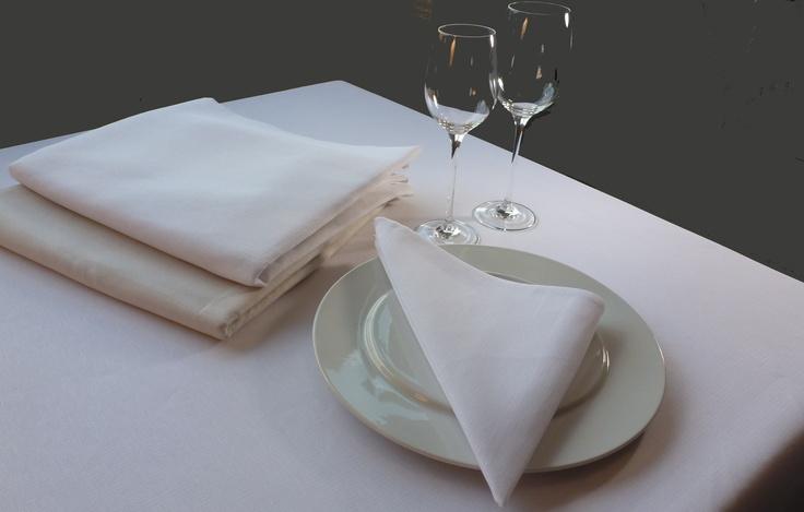 Tafellakens Reps Irregolare van Damast Milano. Te verkrijgen in het wit, ecru en panna.