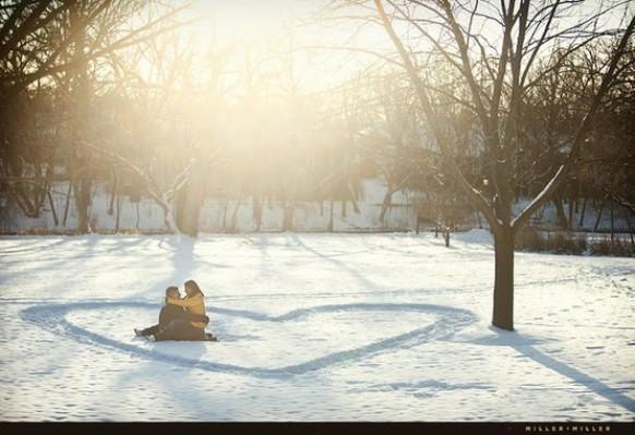 Winter Engagement in den Schnee ... so cute!