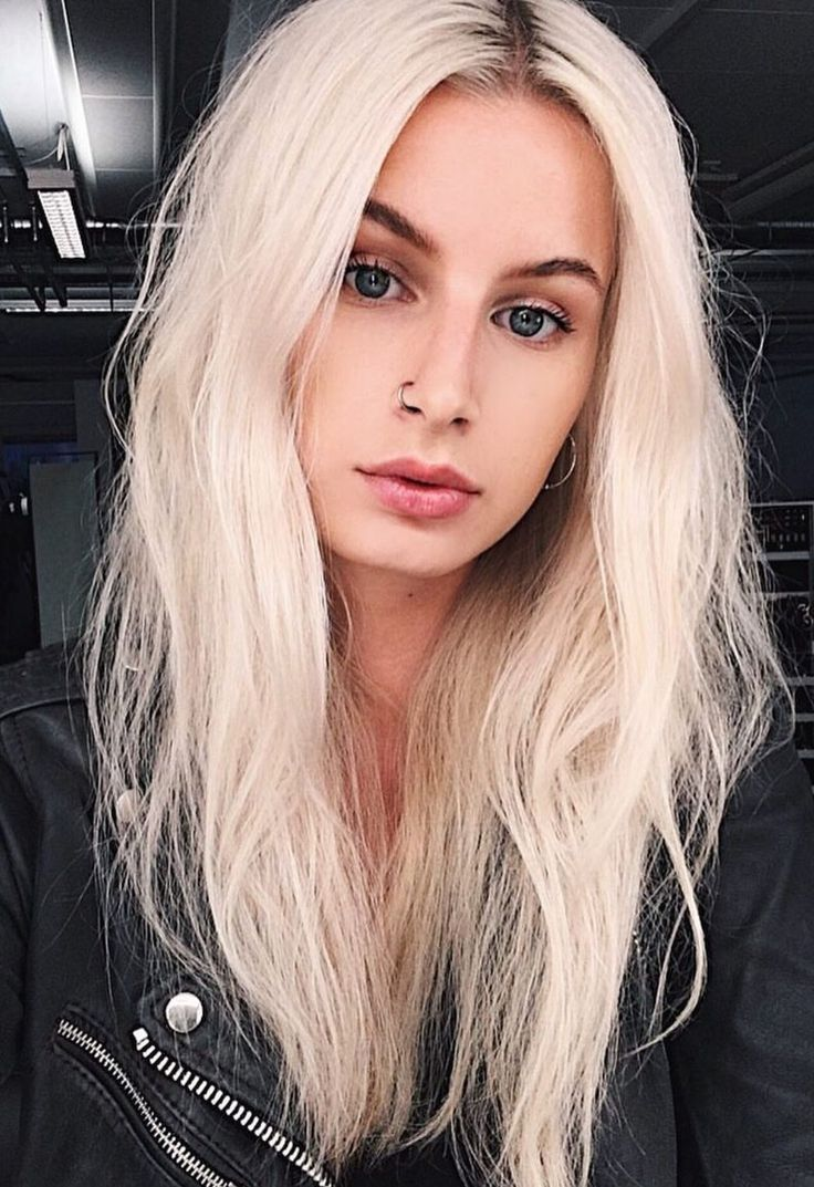 Color And Messy Hair Style Platinum Blonde Hair Messy Blonde