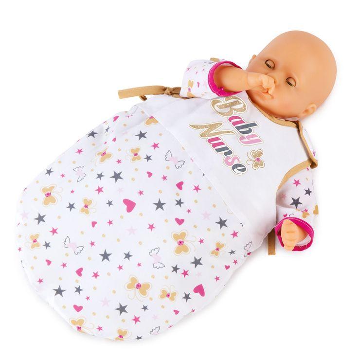 Slaap kindje slaap! Je poppenbaby kan nu overal een dutje doen. Deze poppenslaapzak is gevoerd en gemaakt van een stevige en afneembare stof. De slaapzak van Smoby heeft een dubbele klittenbandsluiting bovenin, waardoor de poppenbaby er tot 42 cm er gemakkelijk in en uit kan. Exclusief pop. Afmeting: geschikt voor poppen tot 42 cm - Smoby Baby Nurse Slaapzak