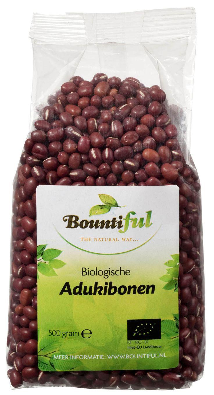 De Adukiboon is het roodbruine, gedroogde boontje van een eenjarige klimplant. Adukiboontjes zijn kleiner en minder langwerpig dan bijvoorbeeld bruine bonen of kidneybonen. Er bestaan er ook witte, zwarte, grijze en gevlekte adukibonen. Ze smaken notig en zoetig en worden in heel Azie voornamelijk in zoete snacks en desserts gegeten. In het Westen (met name door vegetariers) net als andere peulvruchten, ook in hartige gerechten. Adukiboontjes zijn vezelrijk.   Bonen worden veel te weinig…