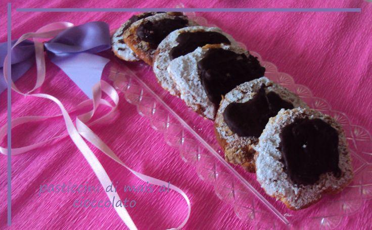 ricetta biscotti farina di mais - al cioccolato sono dei pasticcini light, senza glutine e senza burro. Ideali per una colazione leggera, ma nutriente.