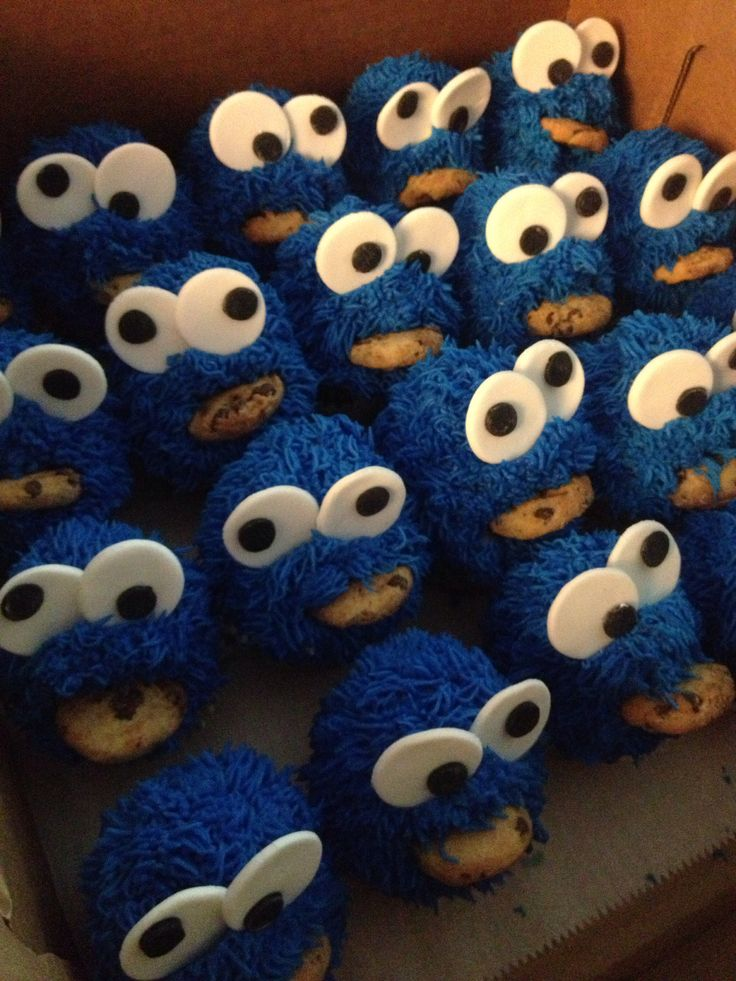 Cookie Monster cupcakes by How Sweet It Is Ny