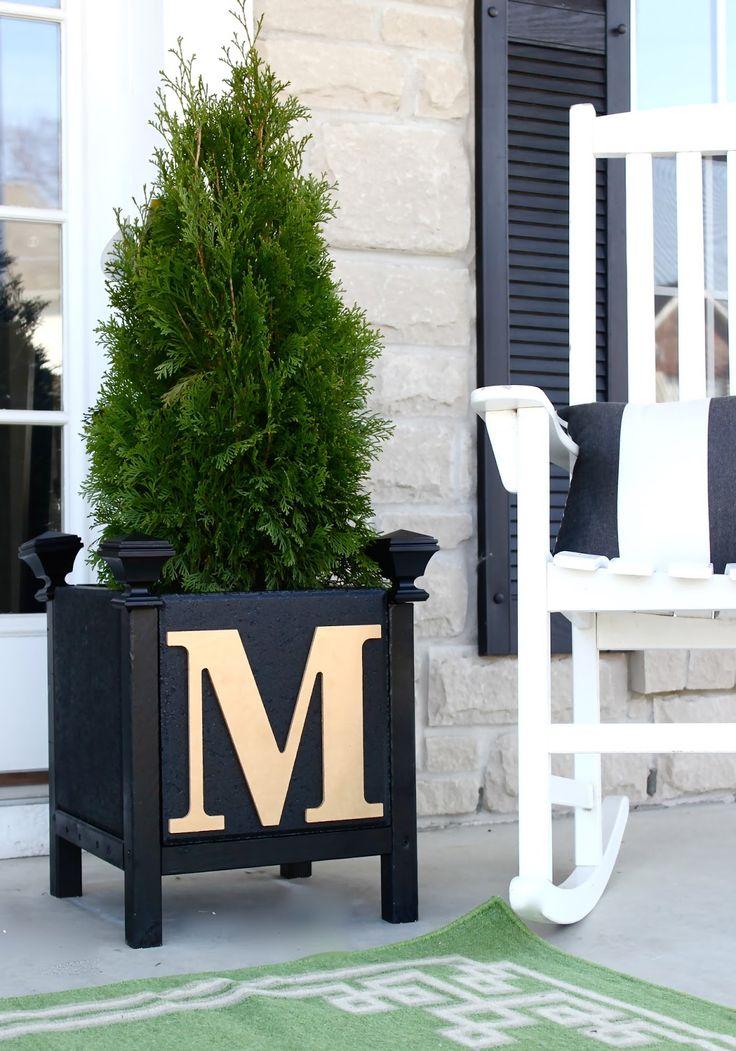 DIY Monogram Paver Planter for between garage and fence