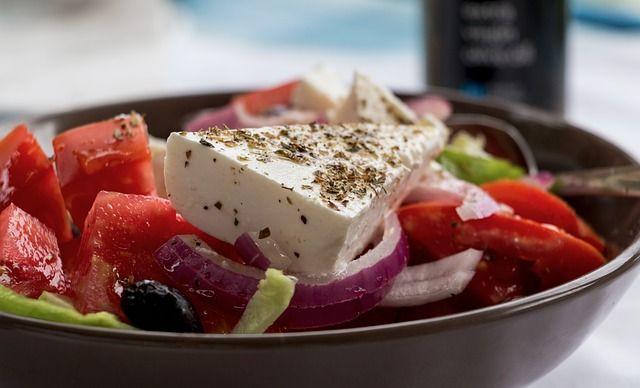 Süper lezzetli grek salata nasıl hazırlanır? Yunan yemekleri nasıl hazırlanır? Salata tarifleri ,ORJİNAL GREK SALATASI NASIL YAPILIR?Püf noktaları nedir?