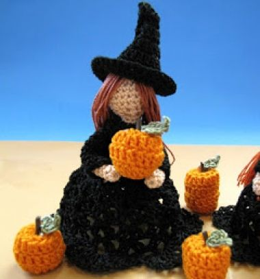 Amigurumi witch (or angel) - free crochet pattern // Amigurumi boszi (vagy angyalka) - ingyenes horgolásminta // Mindy - craft tutorial collection // #crafts #DIY #craftTutorial #tutorial #HalloweenCrafts #Halloween #DIYHalloweenDecor #DIYHalloweenCostumes