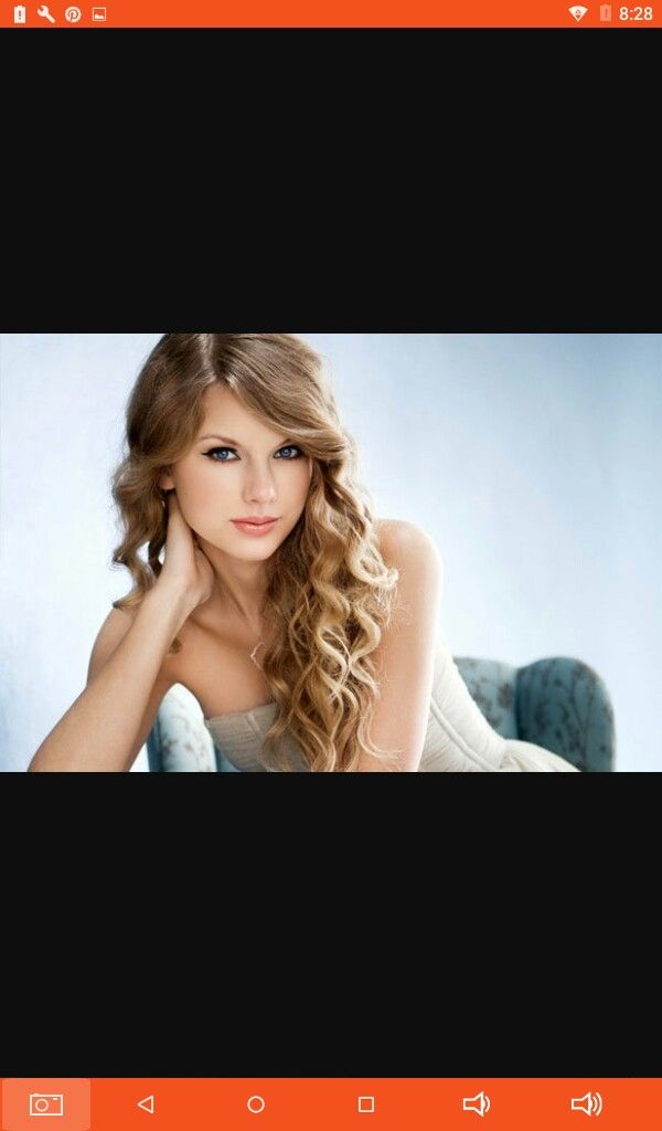 Wanna get that Taylor Swift look?? Well all it takes is 2 easy steps first curl your hair on the bottoms to perfection next brush your hair out a bit and spray and your done😸