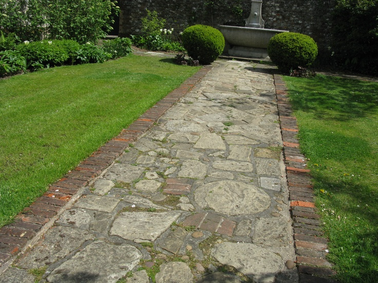 28 best images about walkway edging on pinterest for Brick sidewalk edging
