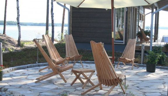 Wherever you like to relax, we recommend the Nordeck chair for taking a load off.