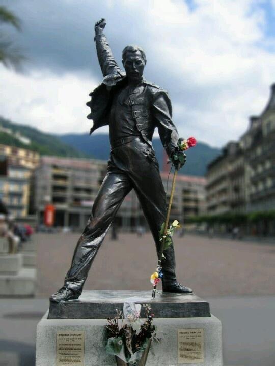 Estatua de Freddie Mercury en Montreux,Suiza.