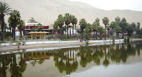 Huacachina. Un oasis en el desierto. Al sur de Lima en el departamento de Ica donde hay muy buen pisco y vino. Ica es una ciudad levantada en el desierto y cuenta con muchos atractivos y lugares que son imprescindibles conocer.