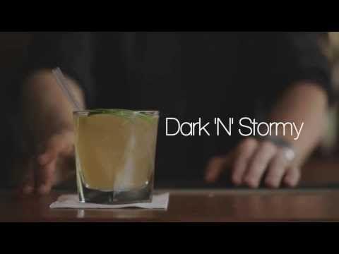 Klassikeren Dark and Stormy er en gammel piratsjus, der giver et ordentligt skud energi, når mørket sænker sig, og regnen rusker udenfor.  Opskrift: - Mørk rom - Limesaft - Grace ginger beer  Find flere opskrifter på: http://www.mixmeister.dk/ http://www.drinksmeister.dk/