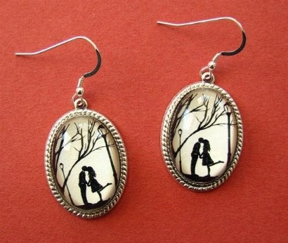 ► Wow ... I want to wear this earring.