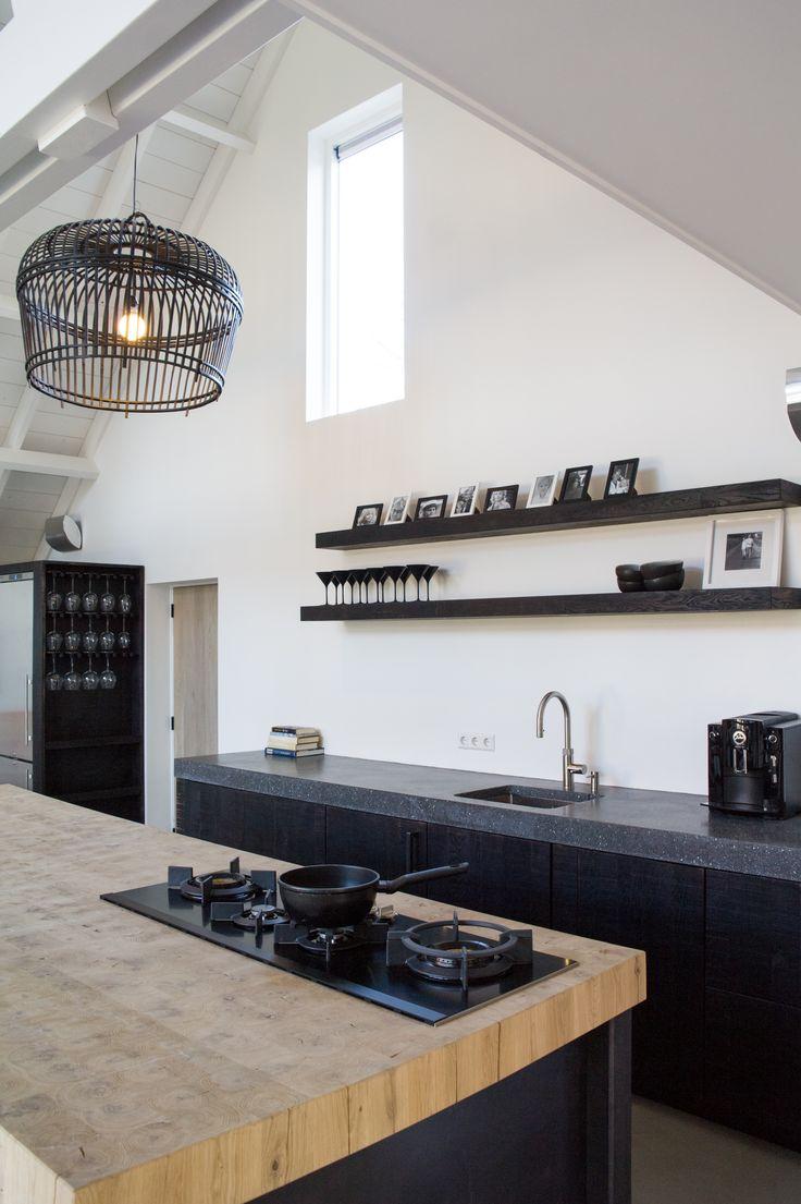 Handmade kitchen met blauwstaal, massief eiken en graniet! Prachtige combi van natuurlijke materialen. Gemaakt door Sijmen Interieur. #keuken #kitchen #design #sijmeninterieur