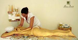 """""""GOLD DAY"""" -  tratament facial si corporal Spa pentru regenerare celulara, hidratare, hranire, efect de lifting, intinerirea pielii, cu cosmetice organice. Toate etapele tratamentului Spa includ manevrele masajului de relaxare, oferind un plus de rasfat. Dupa tratament, pielea arata spectaculos. Ideal, daca vrei sa faci cuiva drag un cadou cu adevarat special. Un lux, pentru tineretea si frumusetea pielii."""