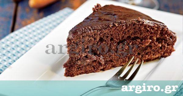Ζουμερή καρυδόπιτα με σοκολάτα από την Αργυρώ Μπαρμπαρίγου | Θα ικανοποιήσει και τους πιο απαιτητικούς ουρανίσκους, είτε λατρεύουν τη σοκολάτα είτε όχι.