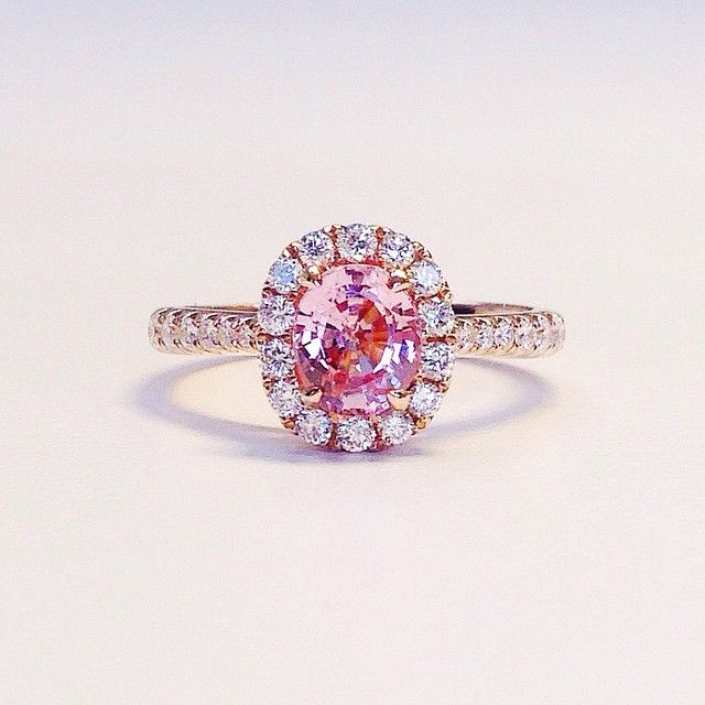 Engagement ring inspo: this peachy pink sapphire center stone in rose gold setting with a diamond halo. Just too pretty!