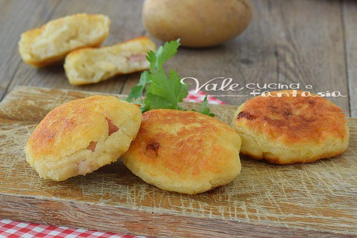 Focaccine veloci con patate ricotta e prosciutto,ricetta lievitato facile, cotte in padella o al forno, ideali per un aperitivo e sfizio velocissimo