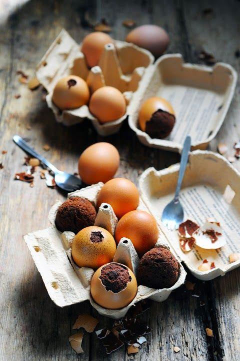 Et si les poules pondaient des brownies ? Des brownies dans des œufs de Pâques…