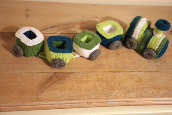 #crochet, free, pattern, train, stuffed toy, boys, #haken, gratis patroon (Engels), trein met wagon, speelgoed, knuffel, jongens, kraamcadeau, baby