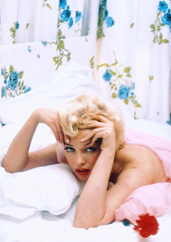 Marilyn Monroe à l'Hôtel Ambassadeur à New York. Photo par Cecil Beaton, Février 1956.
