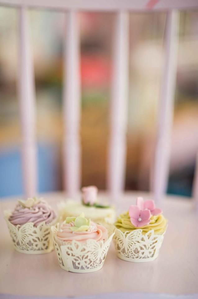 Intricate cupcakes from the Big Cake Show via Daisy Cakes - http://www.daisycakes.me.uk/