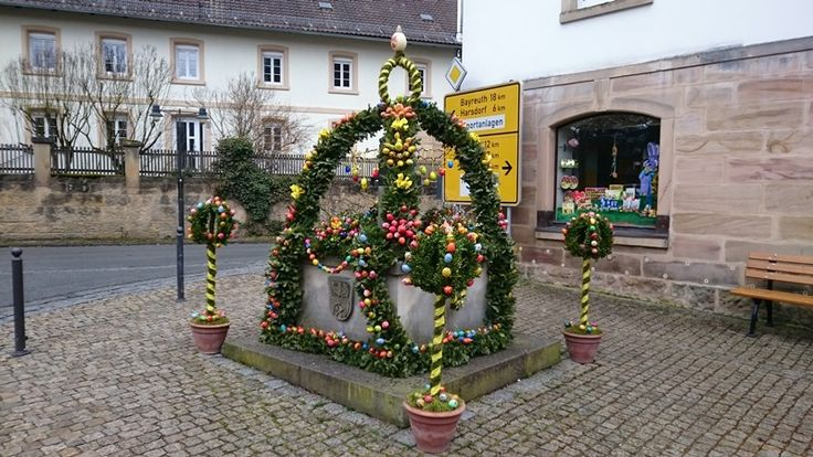 Der Osterbrunnen in Trebgast