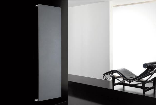 plate verticale - Una piastra radiante esclusiva, dalla forma rettangolare e dallo spessore sottile, capace di adattarsi perfettamente ad ogni ambiente della casa, con la massima eleganza, raffinatezza e discrezione.
