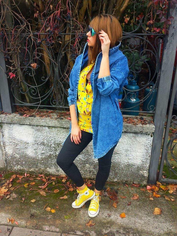 Maxi giubbino in jeans 75 euro #Camicia #vintage gialla con #fulmini  38 euro #Pantaloni a vita alta super elasticizzati con cerniere 35 euro (in arrivo) #Occhiali #vintage 35 euro!
