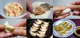 GYOZA.col hervida,Cebolleta,carne de cerdo picada,1 cc azúcar,2 cc salsa soja,sal,Masa gyoza  Picar y mezclar los ingredientes. Coloca una cucharadita de relleno en una gyoza y moja con agua a lo largo del borde de la envoltura con los dedos.Pon el aceite en una sartén y fríe hasta que queden dorados.  Afloja el fuego. Añade el agua de 1/4 de taza en la sartén. Cúbrela y deja que se cocinen al vapor a fuego lento.