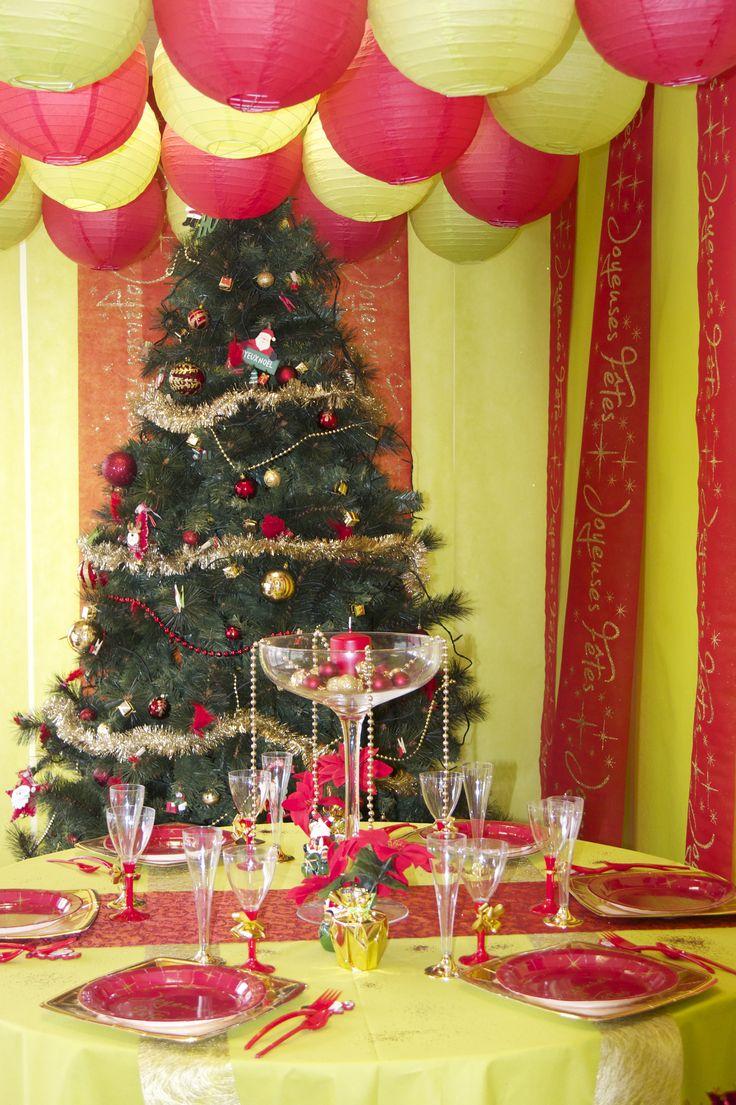 deco table noel rouge dcoration une table de nol toute rouge with deco table noel rouge finest. Black Bedroom Furniture Sets. Home Design Ideas
