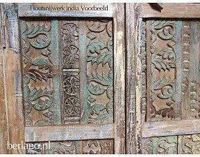 Hoge kast India met houtsnijwerk