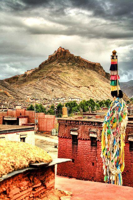 Gyantse fortress - Tibet http://www.pinterest.com/pin/333829391100784599/