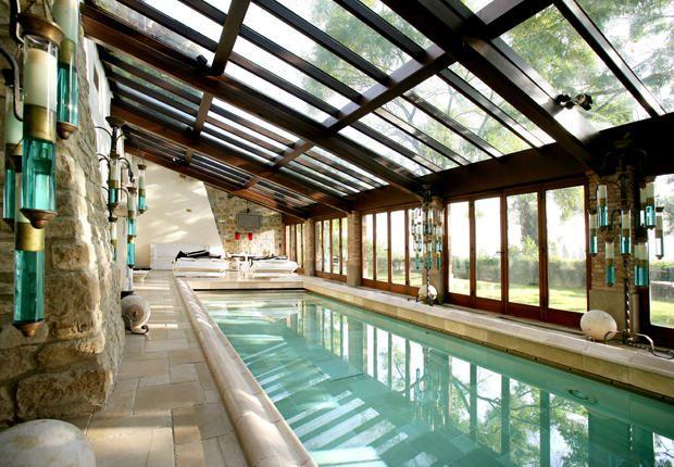 Les 25 meilleures id es de la cat gorie piscine int rieure for Construire piscine interieure
