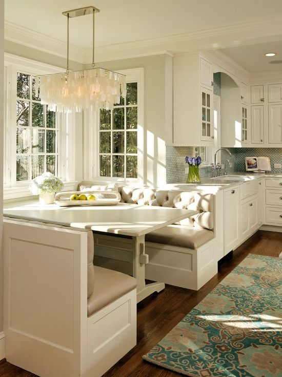 breakfast booth in the kitchen LOVE!!! Some day when we build house, I want this in my kitchen.