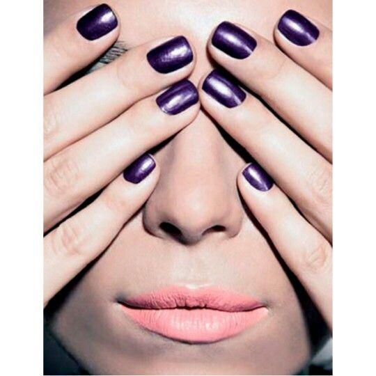 #Esmaltes metalizados são tendências para a #primavera / #verão 2015. E você, concorda?    Saíba quando usar: http://bit.ly/1sg5CHn    Facebook: http://on.fb.me/1otglf5    #manicure #pedicure #Trends #decorated #nails and #nail #polishes for #summer2015 #spring