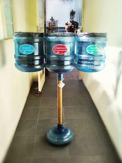 Como fazer uma lixeira usando galão de água - Atitudes Sustentáveis