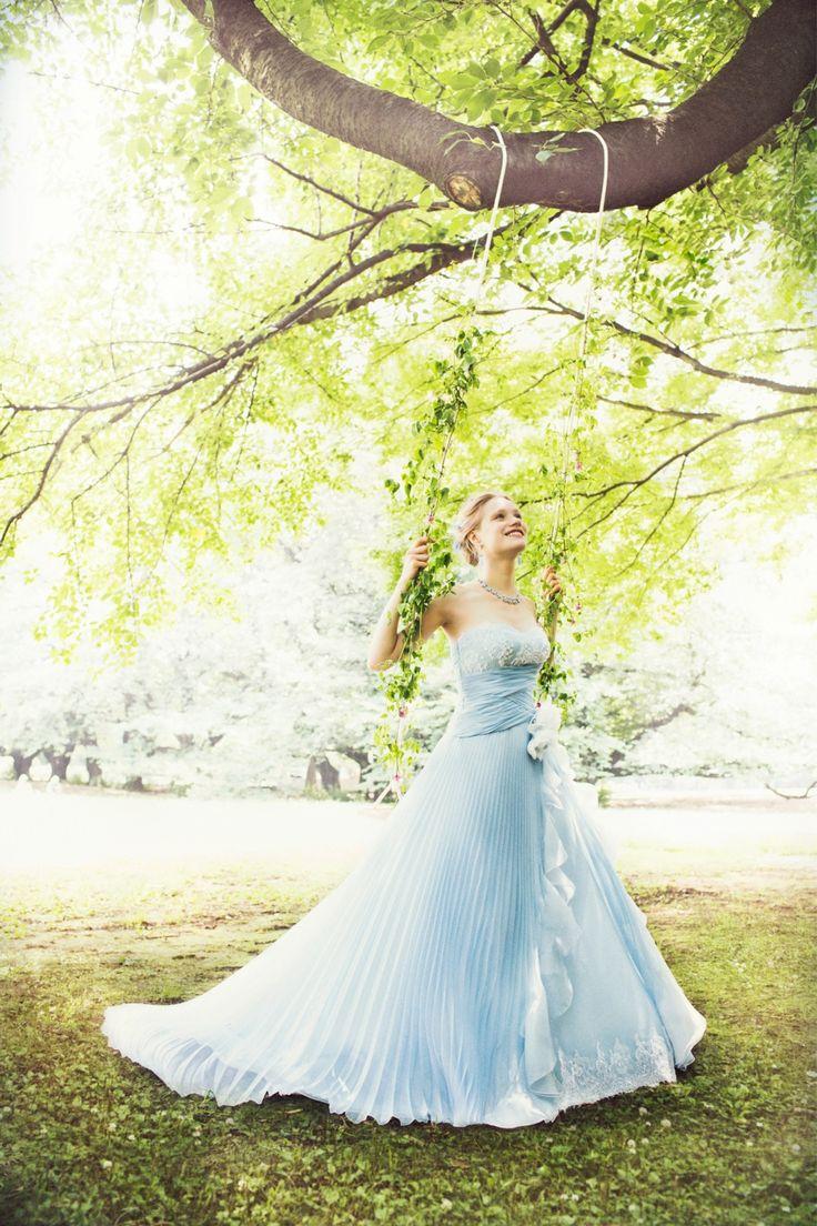 weddingdress colordress  BTNV180 NOVARESE  ベビーブルードレスは、ウエストを絞るように細かいプリーツを施した細く見える効果が高い、可愛らしいカラードレス。 スカートの裾にビージングを施し歩く度に足元が輝きます。