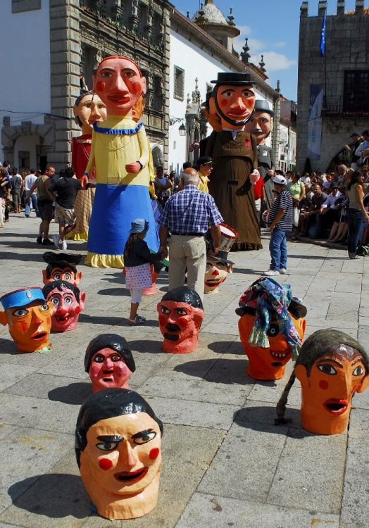 Cabeçudos | Carnival giant muppets at the preligious procession of Romaria da Nossa Sra Agonia, Minho, Portugal | #portugal #portuguese_traditions #portuguese_carnival_celebrations