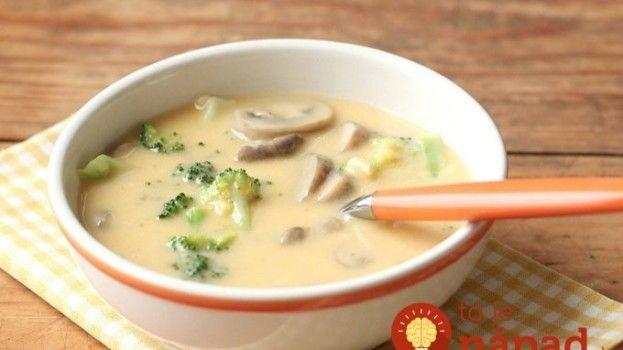 U nás doma sa polievky veľmi nemusia, ale keď spravím túto, je hneď prázdny hrniec: Rýchla brokolicová so syrom a šampiónmi – výborná!