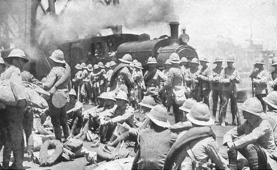 SA vrywilligers- Nadat die opstand onderdruk was, het genl. Botha in April 1915 met 50.000 man die Duitse gebied, waar die Duitsers 4000 weerbare manne gehad het, uit drie rigtings binnegeval. In Julie is die Duitse hoofmag tot oorgawe gedwing. Die verliese van die Suid-Afrikaanse troepe was 269 dooies en 263 gewondes. Duitse vrywilligers is toegelaat om na hul plase terug te keer terwyl gereelde soldate geïnterneer is.